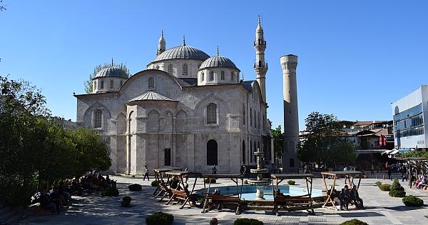 Yeni Cami'nin restorasyonu sürüyor