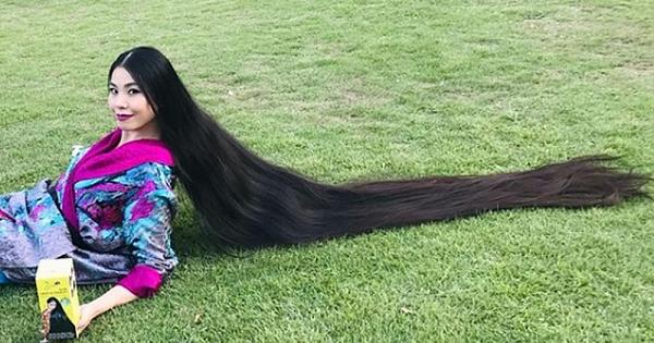 Saçları iki metreye ulaştı!