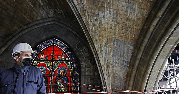 Notre Dame'da restorasyon sürüyor
