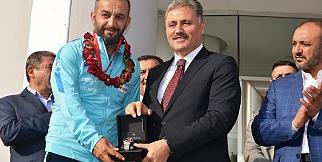 Ampute Milli Takımı kalecisi Selim Karadağ'a muhteşem karşılama
