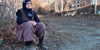 Güllü nine, 1 yıldır 67 yıllık hayat arkadaşını bekliyor