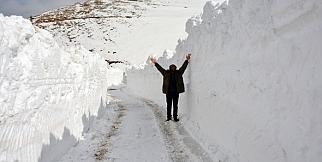 Kar kalınlığı 5 metreyi buldu