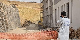 Okul inşaatının duvarı çöktü: 1 ölü 1 yaralı