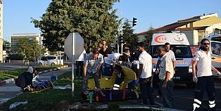 Tarım işçilerini taşıyan minibüs kaza yaptı: 12 yaralı