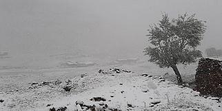 Yaylalara kar yağdı