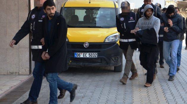17 öğretmen FETÖ'den tutuklandı