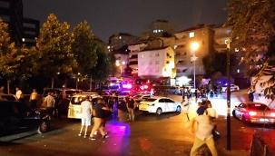 Bir kişiyi gözaltına alan polis ekiplerine balkondan ateş açıldı