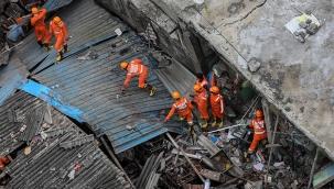 Hindistan'da bina çöktü: 8 ölü