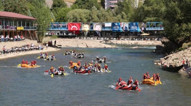 Munzur'da rafting renkli görüntülere sahne oldu