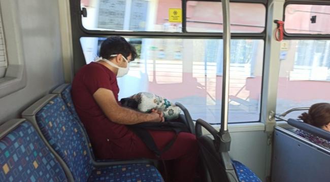 Otobüste uykuya yenik düştü!