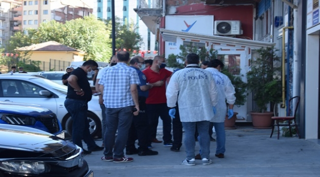 Plazada silahlı kavga: 2 yaralı