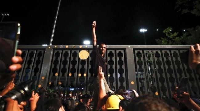 Tayland parlamentosu Anayasa değişikliği kararını Kasım'a erteledi