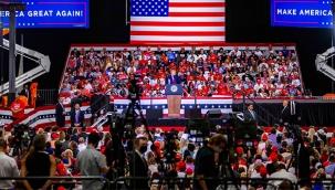 Trump'ın kapalı alandaki mitingi tepki çekti