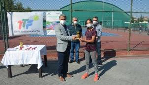 Bölge Tenis turnuvası çekişmeli geçti