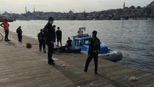 Eminönü'nde denizden erkek cesedi çıktı