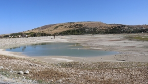 Pınarbaşı göletinde sular çekildi