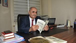 Türkçe ve Kürtçe şiirlerini bir kitapta topladı