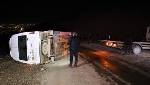 Elazığ'da minibüs devrildi: 3 yaralı