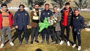 Hamzaoğlu'na doğum günü sürprizi!