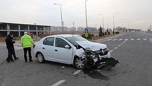 Otomobil ile transit çarpıştı: 3 yaralı