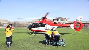 Ambulans helikopter ile hastaneye kaldırıldı