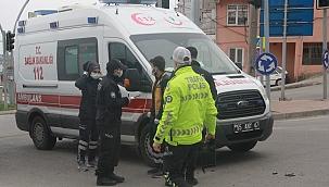 Ambulans ile motosiklet çarpıştı