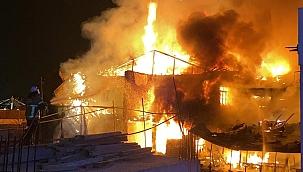 Antika dükkanında büyük yangın!