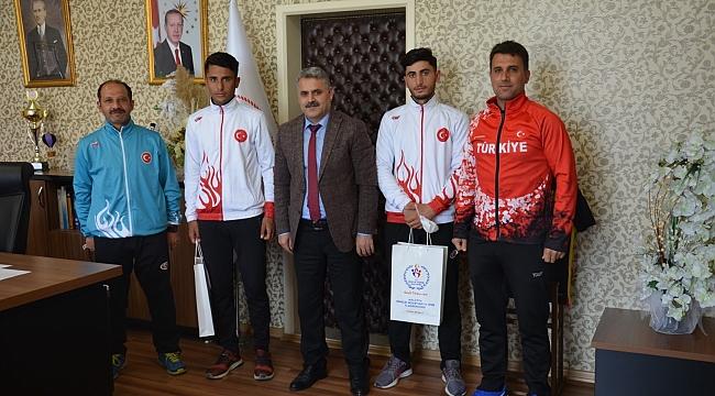 Balkan şampiyonu kuzenlere hediye
