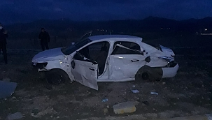 Tır ile otomobil çarpıştı: 3 ölü