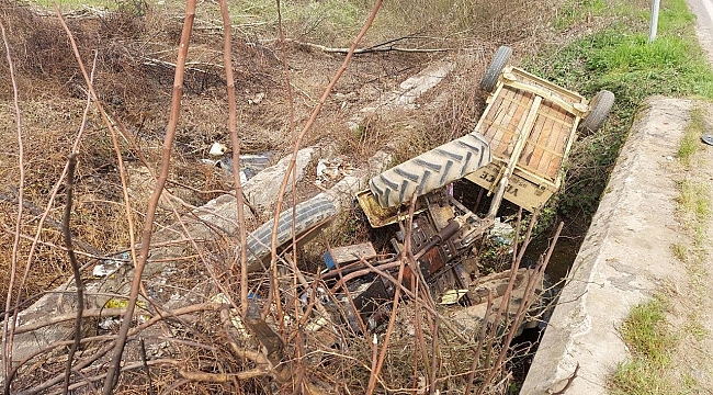 Traktör şarampole devrildi: 5 yaralı