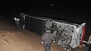 Yolcu otobüs tarlaya uçtu: 39 yaralı