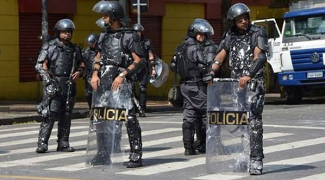 Brezilya'da metro istasyonda çatışma!