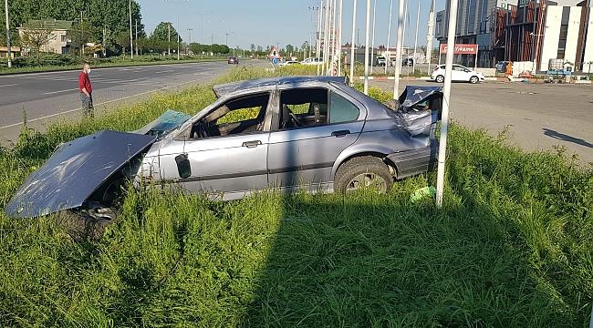 Otomobil kamyonete çarptı: 2 yaralı