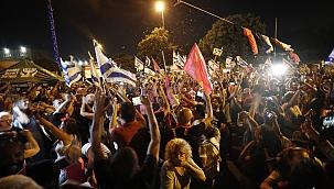 İsrail'de Netanyahu'nun gidişi kutlandı