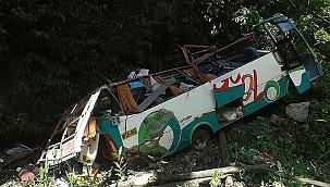 Peru'da otobüs kazası: 17 ölü