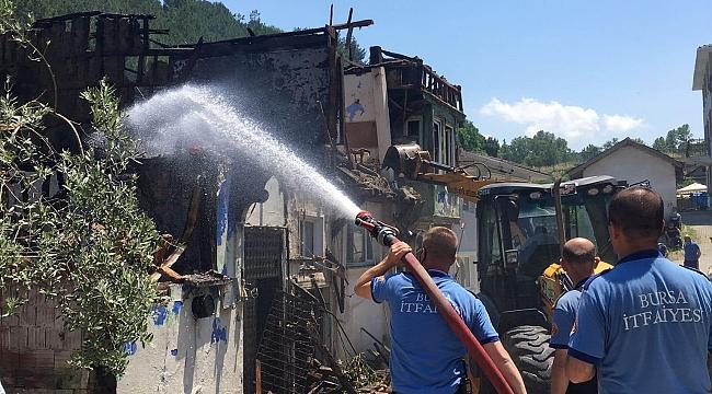 Trafo patladı 3 köy evi küle döndü