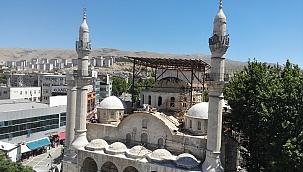 Yeni Camide restorasyon çalışmaları
