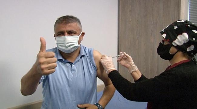 100 bininci Covid-19 aşısı Aktürk'e yapıldı