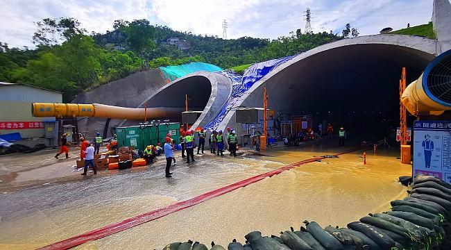 Çin'de tünelde 14 işçi hayatını kaybetti