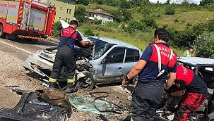 İki otomobil kafa kafaya çarpıştı: 1 ölü
