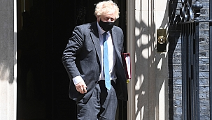 Johnson kendini karantinaya aldı