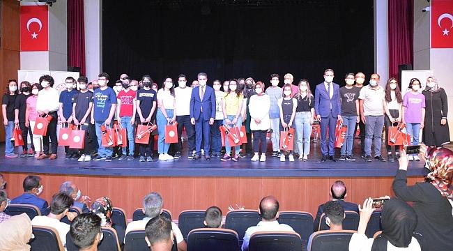 LGS'de ilk 100'e giren öğrenciler ödül