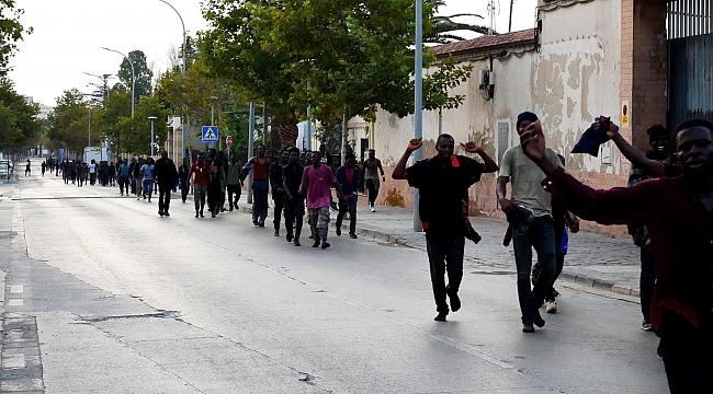 Melilla'ya 238 Afrikalı göçmen geçiş yaptı