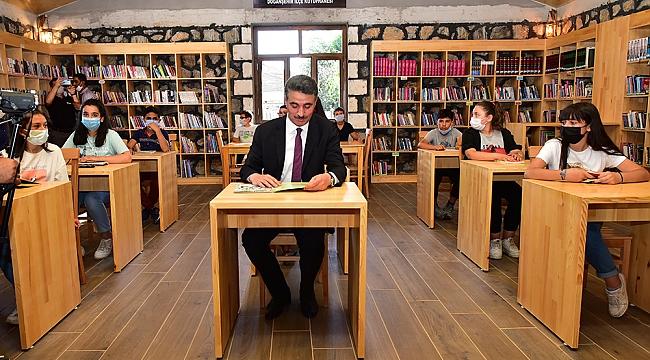 Mimarisiyle dikkat çeken kütüphane