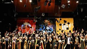 Tıp Fakültesi'nde mezuniyet coşkusu