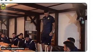 YMS'li futbolculardan şarkı performansı