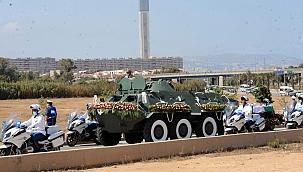 Cezayir'in eski Cumhurbaşkanı toprağa verildi