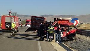 Afyonkarahisar'da feci kaza: 3 ölü 1 yaralı