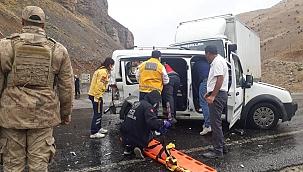 Çatak'ta üç araç çarpıştı: 6 yaralı