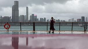 Hong Kong'u Kompasu Tayfunu vurdu